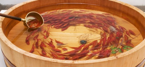 Japanese Artist Paints 3D Goldfishes Swimming in Water