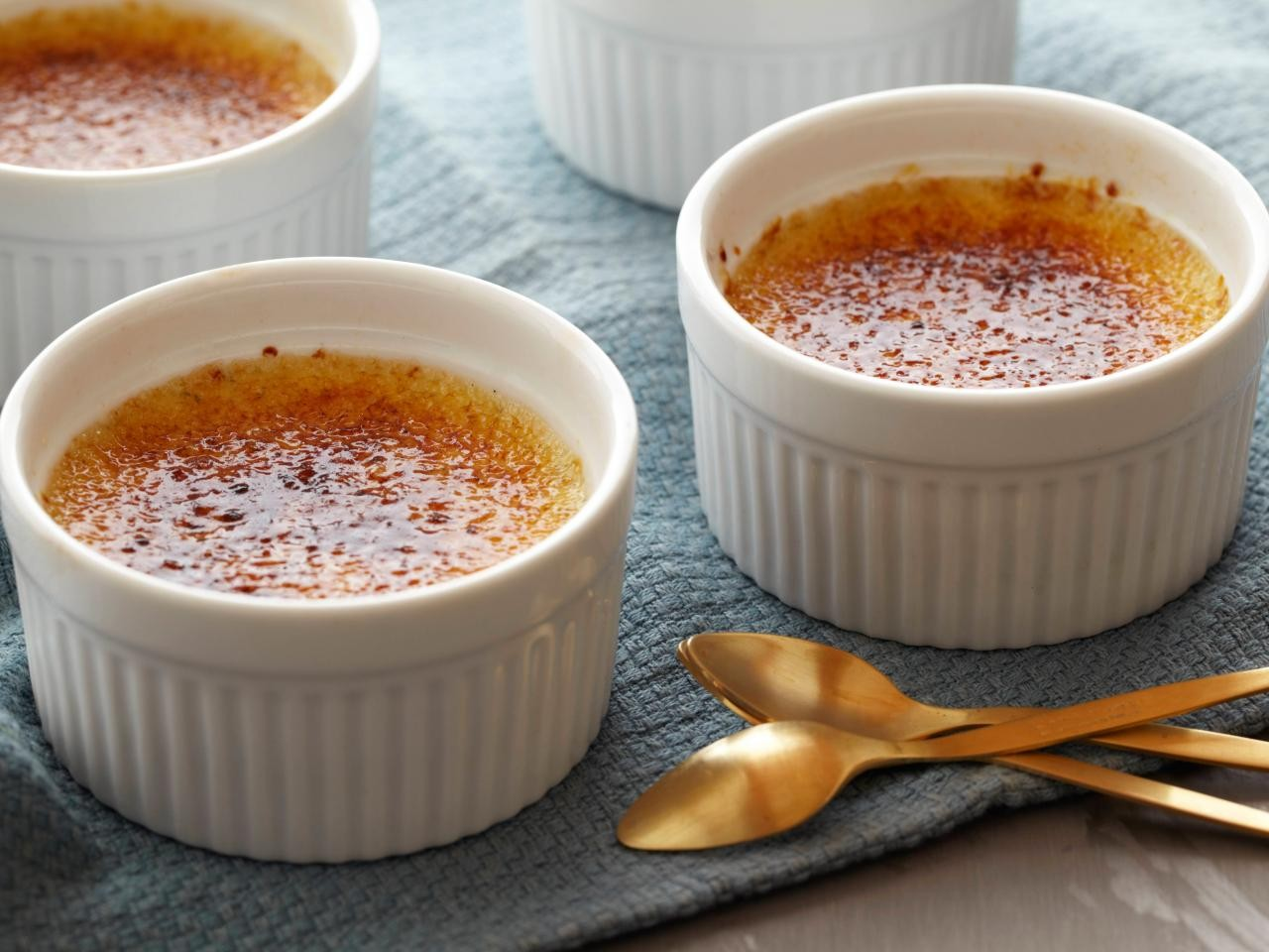 Create A Crème Brûlée Without An Oven or A Torch